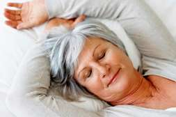 Препарат Климостат борется с приступами жара днём и ночью.